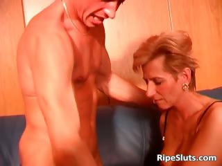 Sexy blonde MILF in stockings is fucked part3