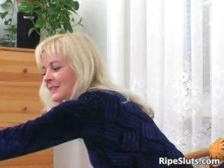 Horny mature blonde sucks on hard cock part5