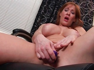 Sexy and busty MILF babe rubs her love button