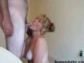 Sexy MILF gives a nice blowjob and gets facial