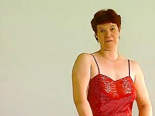 Mature German lady shows off CLIP