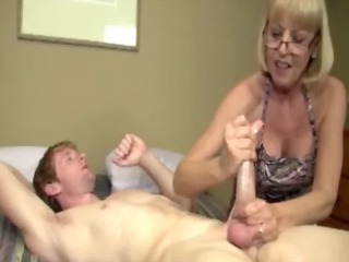 Amateur mature with glasses wanking for cum