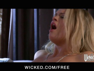 Incredibly HOT blonde Heather Starlet shows off