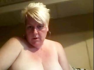 Karen is a big amateur mature blonde that likes