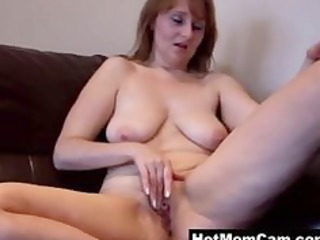 Old amateur granny MILF working her pussy on cam