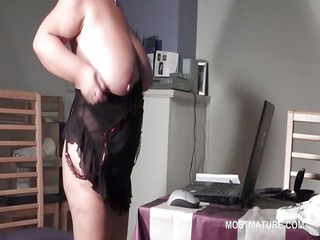 BBW mature in glasses rubbing twat on the web