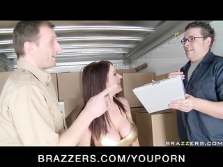 BIG TIT WIFE BRUNETTE PORNSTAR CAUGHT DOING ANAL