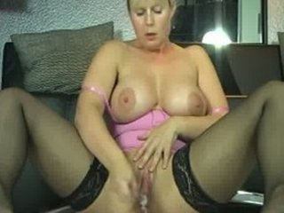 Milf Amateur Squirts for Good